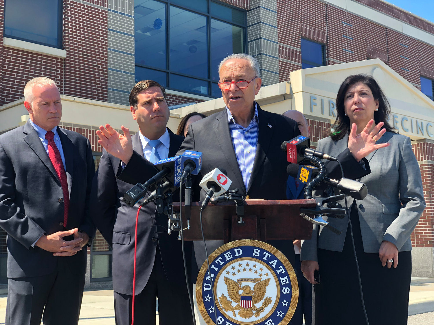 Schumer urges lawmakers to pass fentanyl bill | Herald Community Newspapers